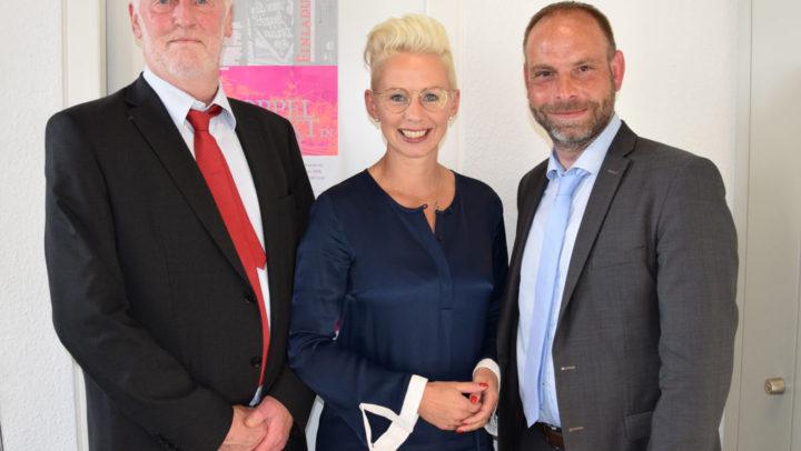Silvia Breher mit Oliver Hölters und Uwe Weyerbrock vom Deutschen Caritasverband